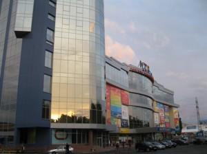 Фасады на огромном здании