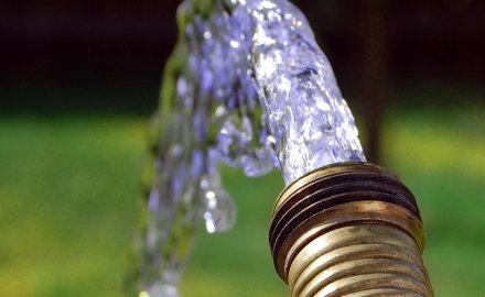 Водоснабжение загородного дома: как выбрать скважину