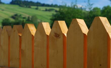 Забор для загородного дома, какой выбрать?