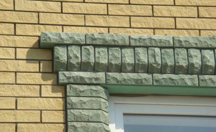 Облицовочный камень в оформлении загородного дома