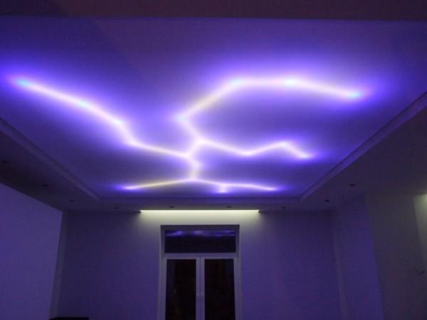 Светодиодная лента на полотне натяжного потолка