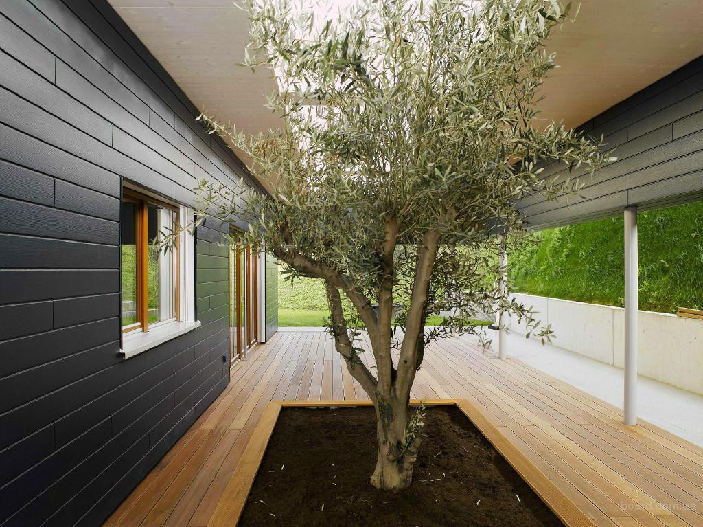 Преимущества отделки балкона лиственницей