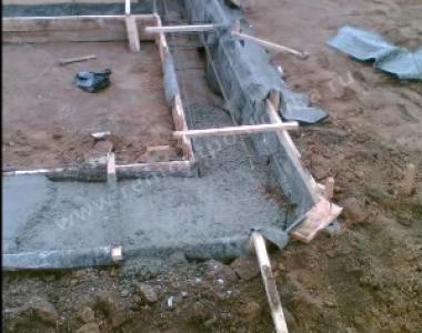 Заливка фундамента под дом из пеноблоков [1]