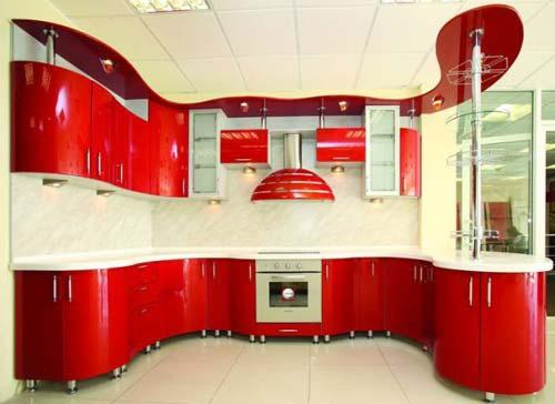 П-образная кухня с фасадами, выполненными по технологии «хамелеон»