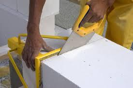 Особенность пеноблока – легкий распил, что позволит подогнать его размер под любые нужды.