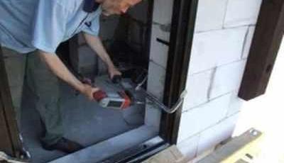 Установка дверей в проем стены из пеноблока