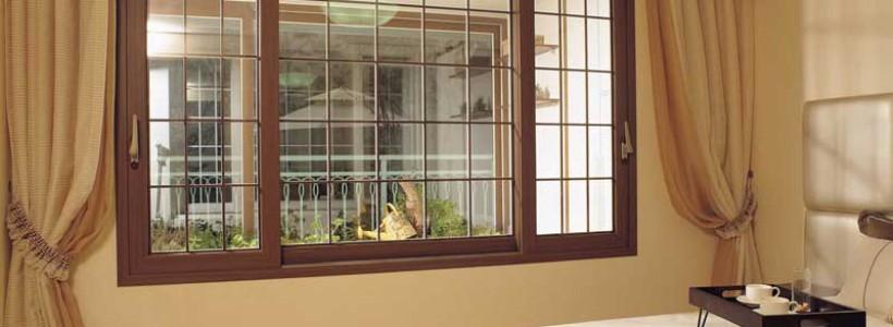 От чего зависит цена деревянных окон со стеклопакетами?