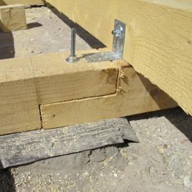 Интерьер кухни деревянного дома из бруса