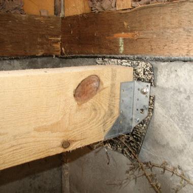 Чем крепить брус 100х100 к кирпичной стене